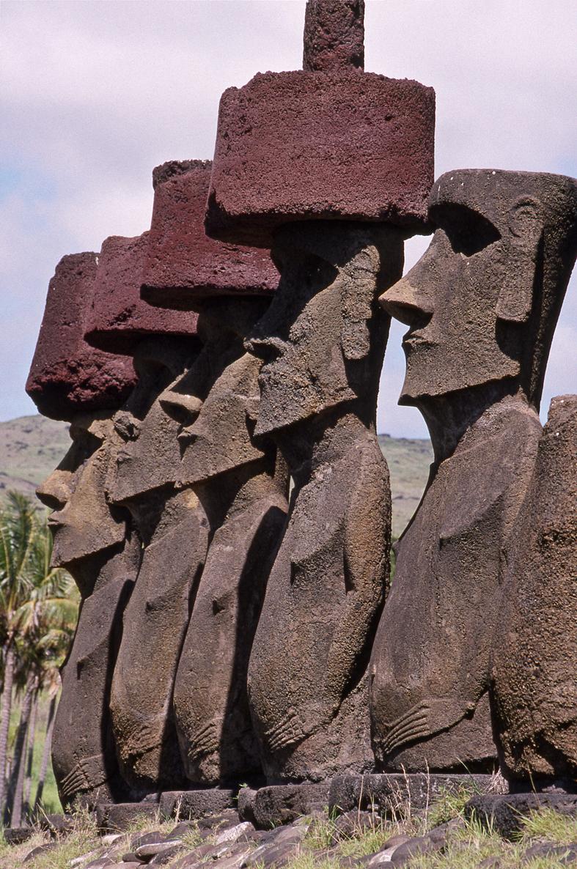 Ahu with statues Naunau